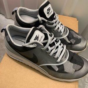 Nike Thea Size 9.5 Women